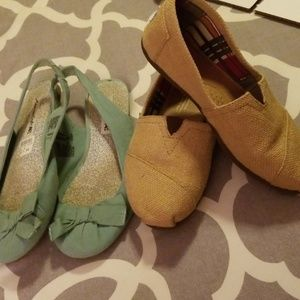 🌞Two pairs! Toms and American Eagle! Sz 8